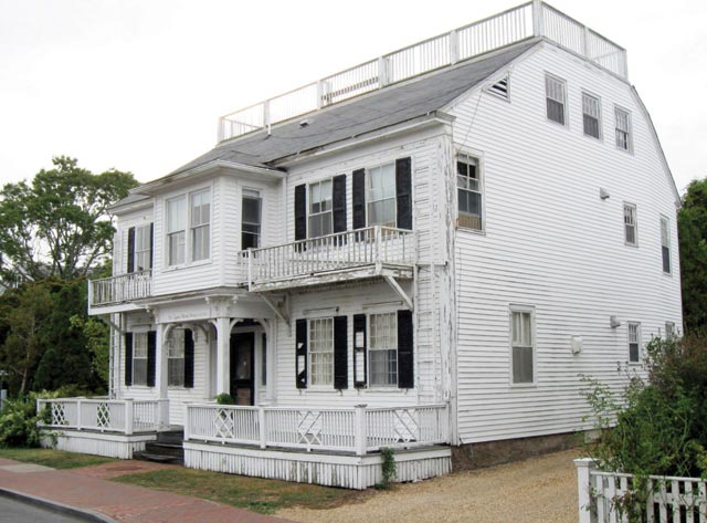 Edgartown selectmen review plan to sell warren house the for Martha s vineyard house plans