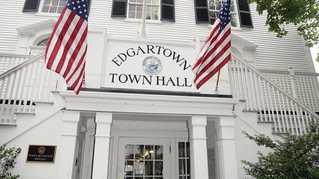 Paramedic, parking, parade top Edgartown selectmen's agenda