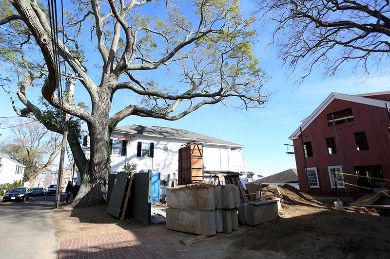 Edgartown home owners scale back garage plans in favor of for Martha s vineyard house plans