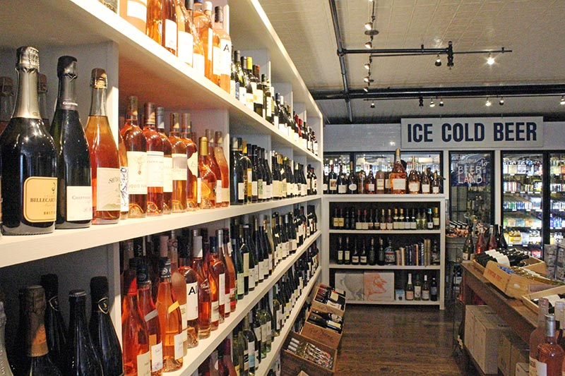 Extended Hours Approved For Edgartown Liquor Store The